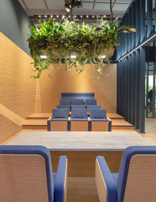 Application image of Hikari SQ integrated in a hanging garden in conference room